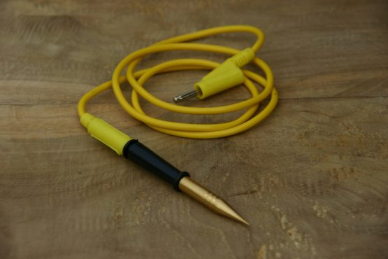 Cosmolife_acupunctuur punt aansluiting verguld met bananenstekker